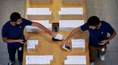 Stakcs of iPhones at an Apple Store