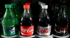 Aside from reducing the body's fat burning ability, drinking sugary drinks with foods high in protein also alters a person's food taste preferences.