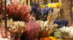 Make Mother's Day Special With These Newest Flower Trends: Dried Flowers!
