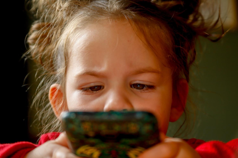 Thiết bị di động ảnh hưởng đến bộ não của trẻ em như thế nào?  Nghiên cứu mới cho thấy không có hiệp hội giữa chúng