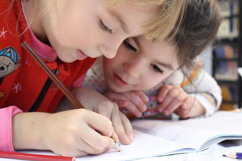 COVID-19: Trẻ em có thể mang nhiều hơn 100 lần vật liệu di truyền virus hơn người lớn