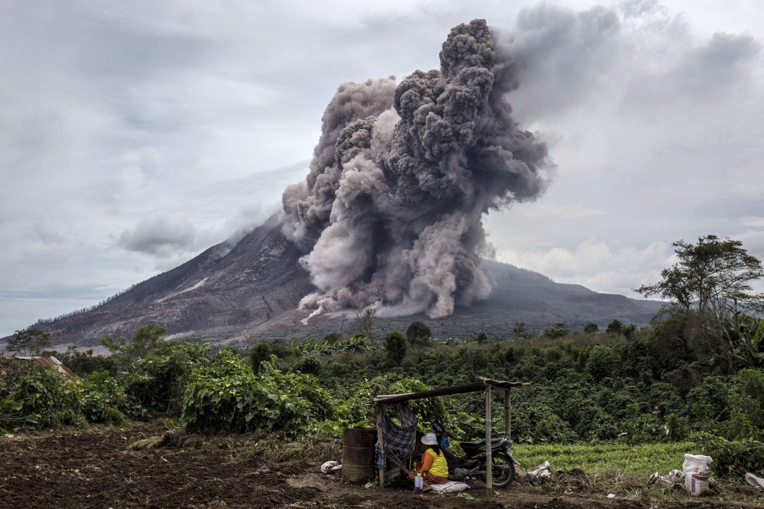 Indonesia's Mount Sinabung Spews Ash 3 Miles High | Science Times