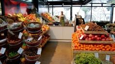 UK Retail Stores Say No To Single-Use Plastics This Christmas