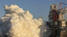 RS-25 engine test during the Green Run of SLS.