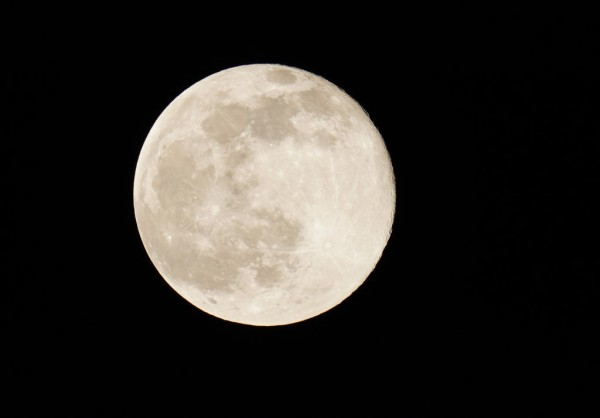 Luna llena sobre Berlín