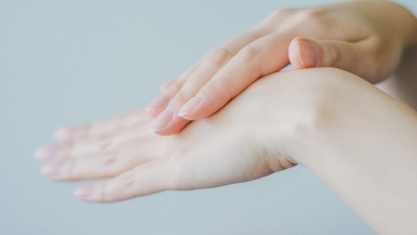 How to Use Glycerin for A Smooth and A Moisturized Skin: Uses, Benefits, and Side-Effects Discussed