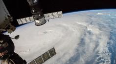 中文(繁體): Typhoon Neoguri photographed on 5 July 2014 by United States astronaut Reid Wiseman from the International Space Station.