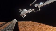 Astronaut Scott Parazynski repairs a damaged ISS solar panel