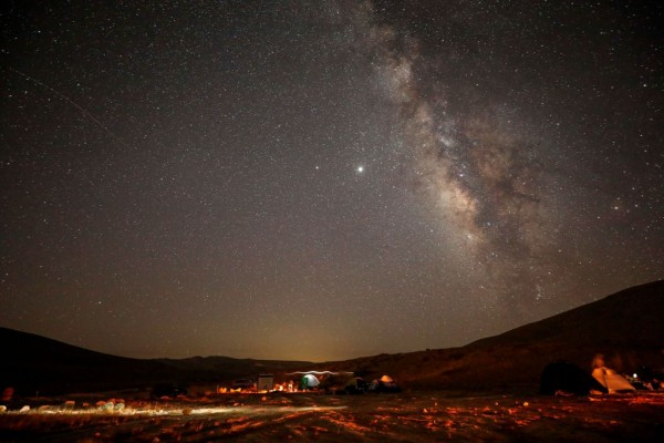 Science Times - Twin Meteor Showers: Don't Miss This Week's Occurrence in the Sky That Could Produce Fireballs