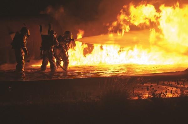 fire-firefighters-firemen-flame-260314