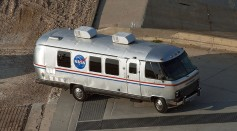 Astrovan_at_KSC_LC-39A.jpg
