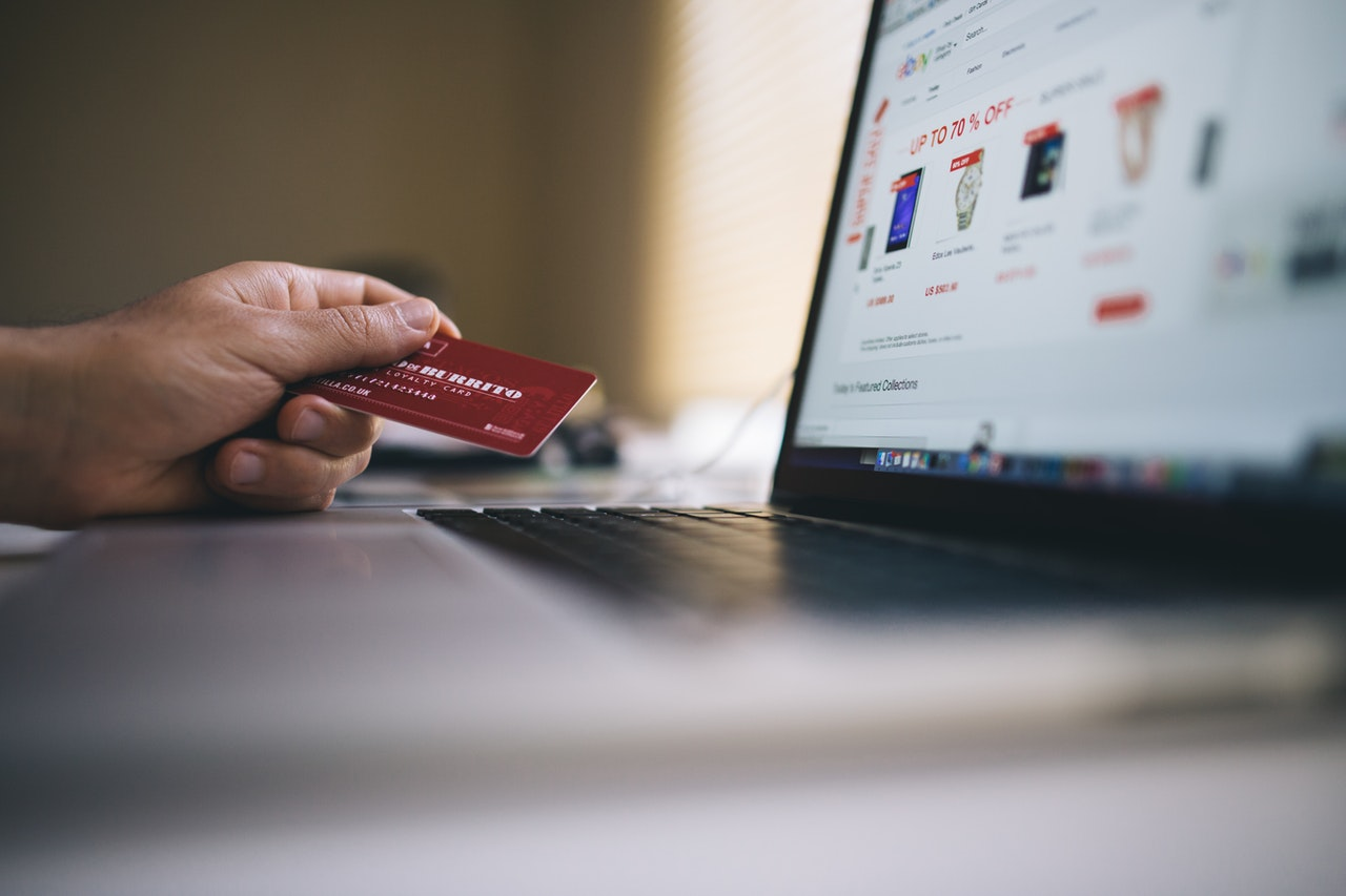 Đánh giá trực tuyến tức giận không hữu ích nhưng có thể ảnh hưởng đến quyết định của người tiêu dùng khi mua hàng, nghiên cứu cho biết
