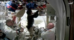 US astronauts Kjell Lindgren (L) and Scott Kelly (R) at the International Space Station