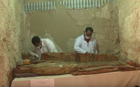 8 mummies, 1,000 statues and 10 sarcophagi were discovered in Egypt's Luxor.