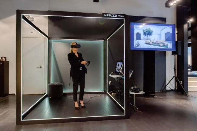 Trial of the VR headset in the Augmented Store