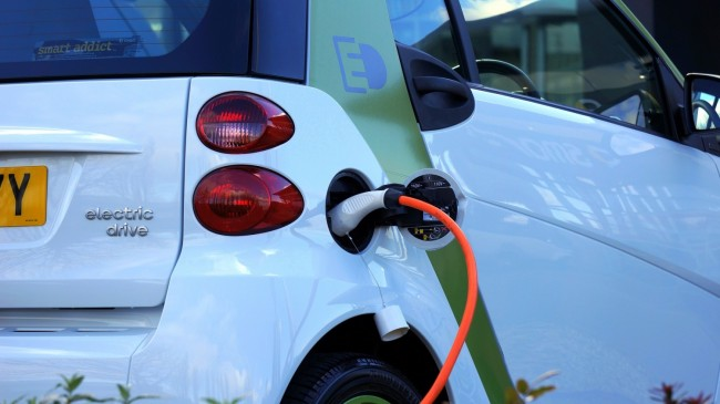5 Reasons to Own an Electric Car