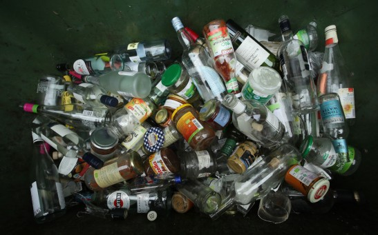 Science Times - Glass Bottles Much Worse for the Environment than Plastic, Researchers Warn