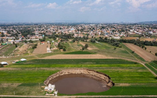 Giant Sinkhole Threatens A House And Sown Fields in Puebla