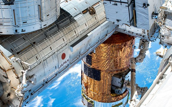 ISS-63 Japanese and Canadian space station components.jpg