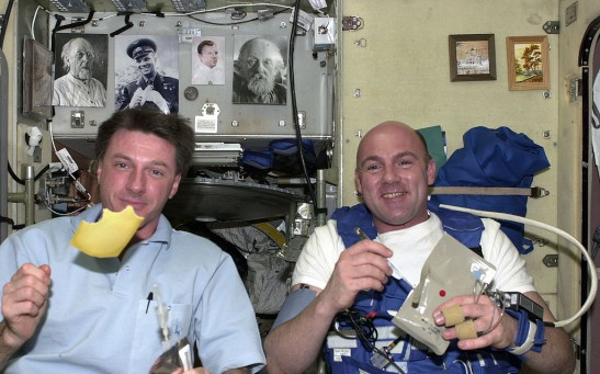 Science Times - Life in Space: Michael López-Alegría Shares How Astronauts Eat; Describes Way to Prepare, Eat Food While Floating Above Earth