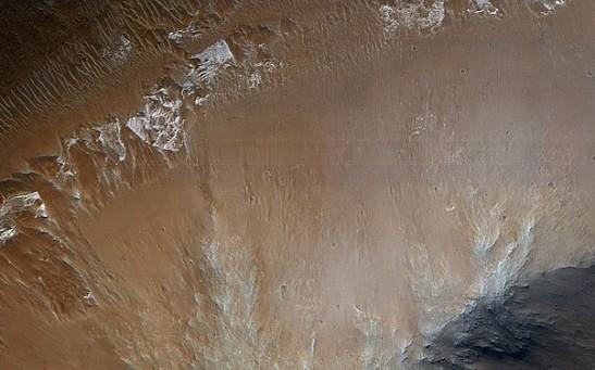 Mars_-_Light-Toned_Hummock_in_Iani_Region.jpg