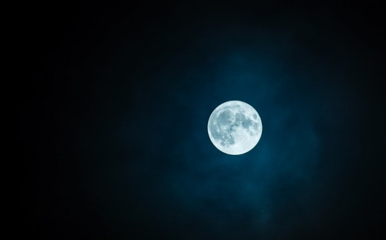Science Times - Moon Has Great Impact on How Humans Sleep; More than 850 People, Lunar Cycle Monitored for Years