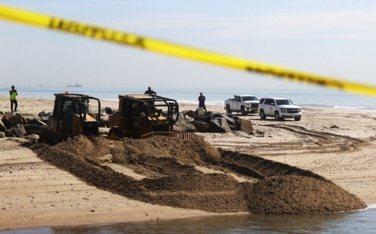 Science Times - 26,000-Gallon Oil Spill Across Orange County Coastline Causes Beaches to Close, Cancel an Air Show